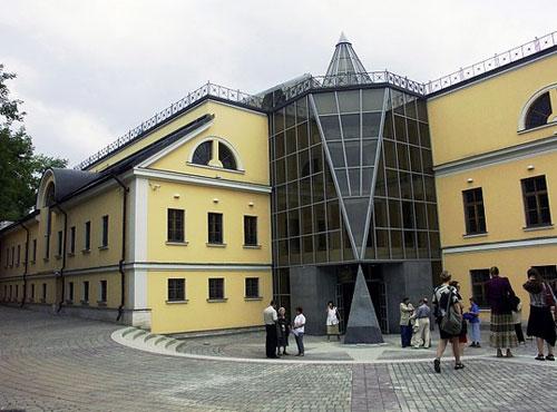 Современное здание музея личных коллекций на Волхонке