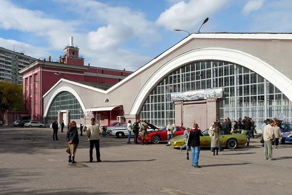Музей старинных ретро автомобилей на Рогожском валу в городе Москве