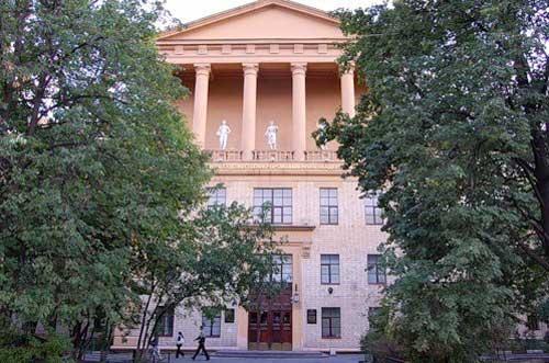 Музей декоративно-прикладного и промышленного искусства при МГХПУ им. Строганова