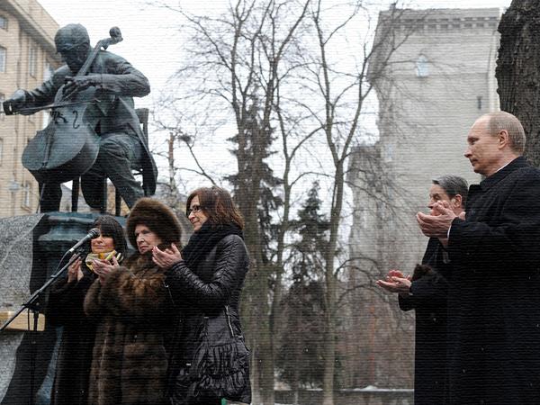 Памятник Ростроповичу в Москве