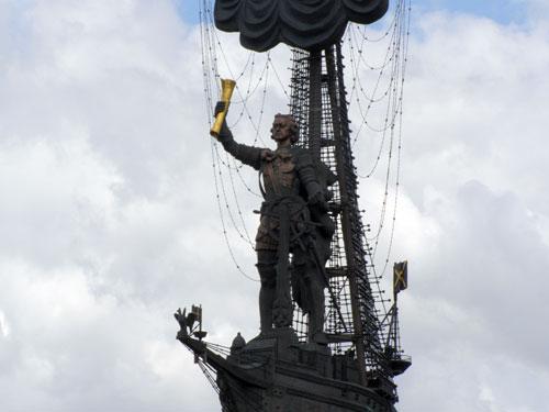 Памятник 300-летие российского флота в Москве