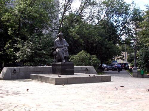 Памятник Николаю Чернышевскому в Москве