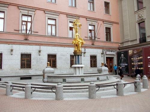 Памятник-фонтан Принцесса Турандот на улице Арбат