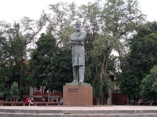 Памятник Энгельсу в Москве