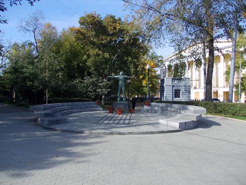 Памятник Владимиру Высоцкому в городе Москве на Страстном бульваре