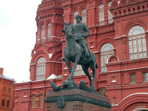 Памятник Жукову на Манежной площади в Москве