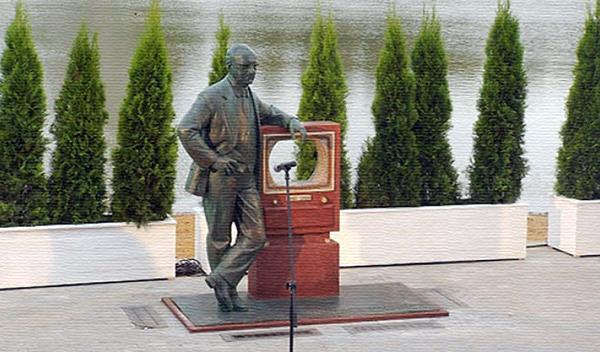 Памятник Зворыкину в Москве