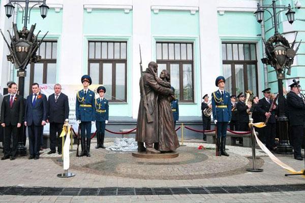 Памятник Прощание славянки в Москве