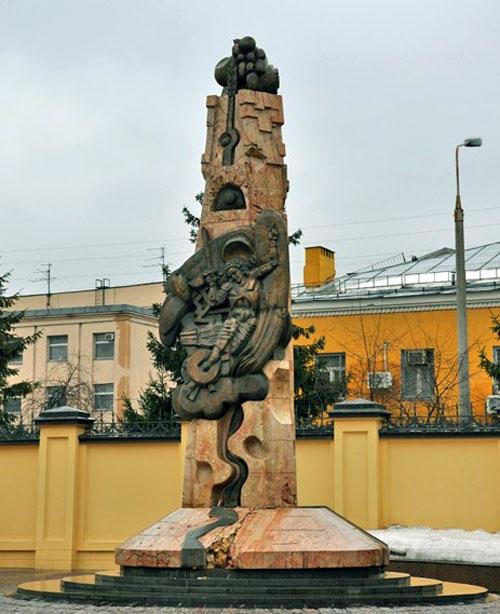 """Памятник """"Возрождение"""" на Большой Ордынке в Москве"""