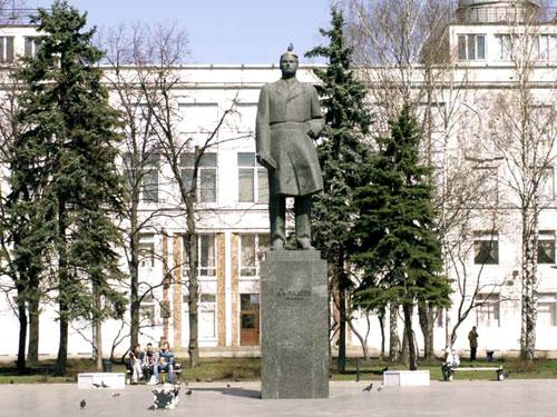 Памятник Фадееву на Миусской площади
