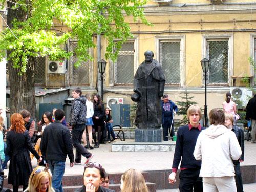 Памятник Щепкину в городе Москве на Пушечной улице