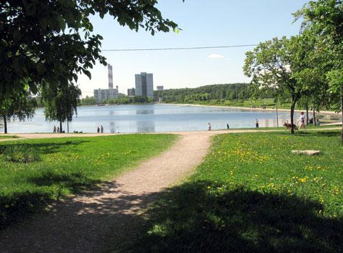 Гольяновский парк и пруд в Москве