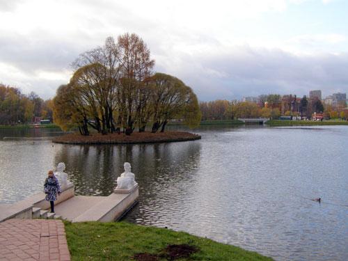 Царицынский пруд в Москве