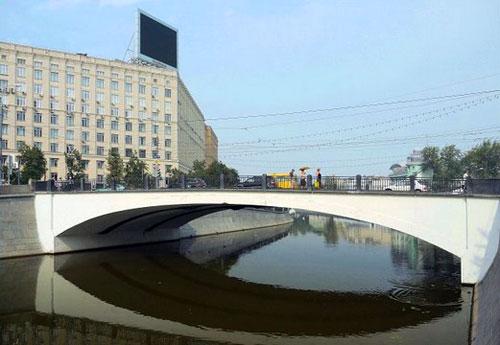 Комиссариатский мост в Москве