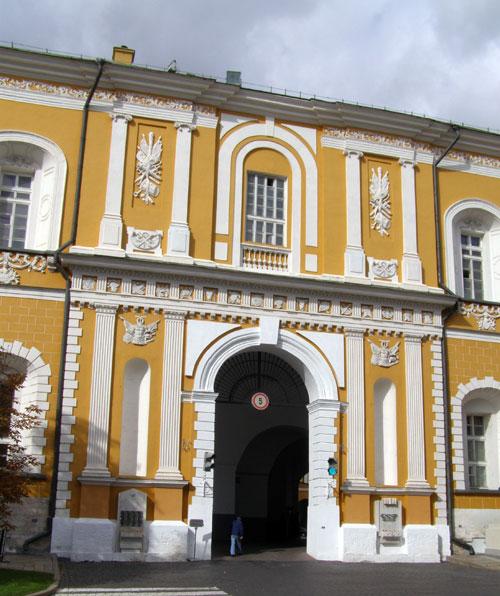 Въездные ворота на территорию кремлевского Арсенала