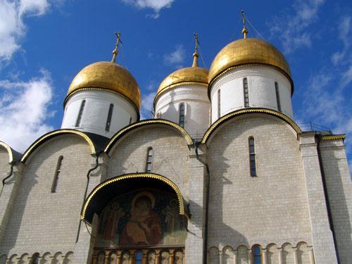 Купола на Успенском соборе московского Кремля