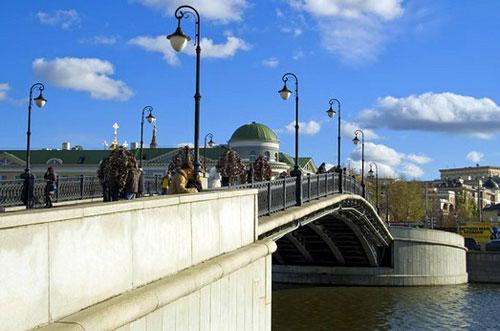 Лужков мост в городе Москве