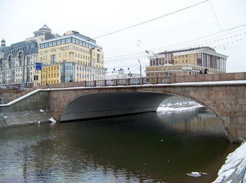 Малый Москворецкий мост в Москве