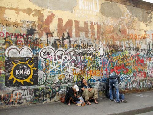 Стена Виктора Цоя в Москве - фото