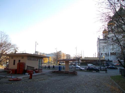 Автозаправка напротив храма Христа Спасителя