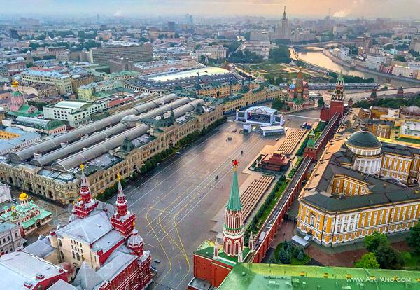 Какая площадь Красной площади в Москве?