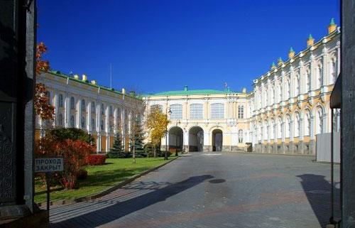 Дворцовая площадь Кремля в Москве