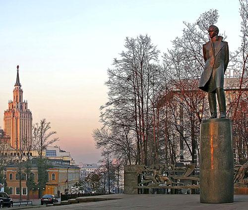 Лермонтовская площадь в Москве