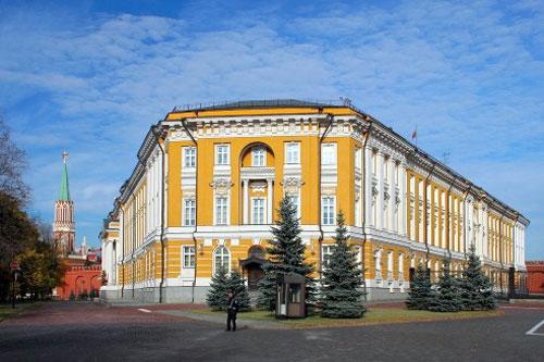 Сенатская площадь Кремля в Москве