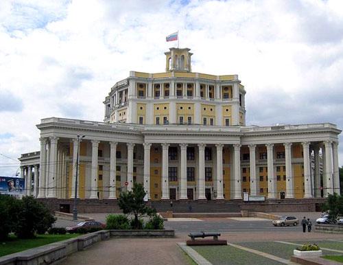 Суворовская площадь в Москве