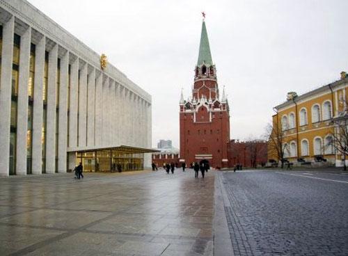Троицкая площадь Кремля в Москве