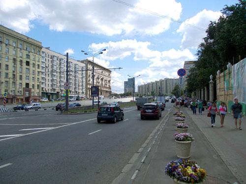 Улица Крымский Вал в Москве