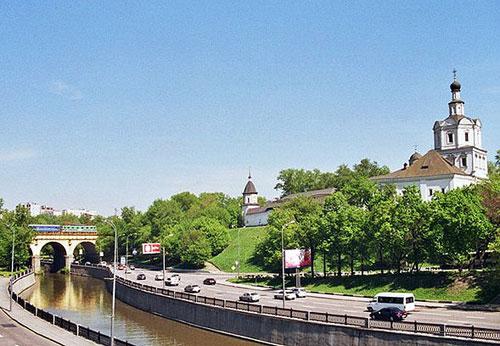 Андроньевская набережная в Москве