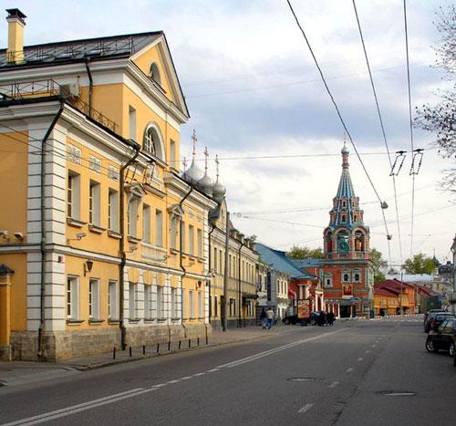 Улица Большая Полянка в Москве
